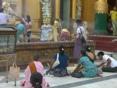 Prayer at the Shwegadon Paya